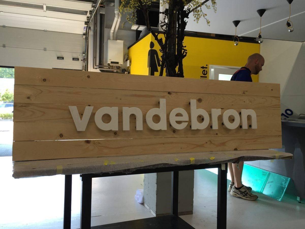Houten reclamebord Vandebron