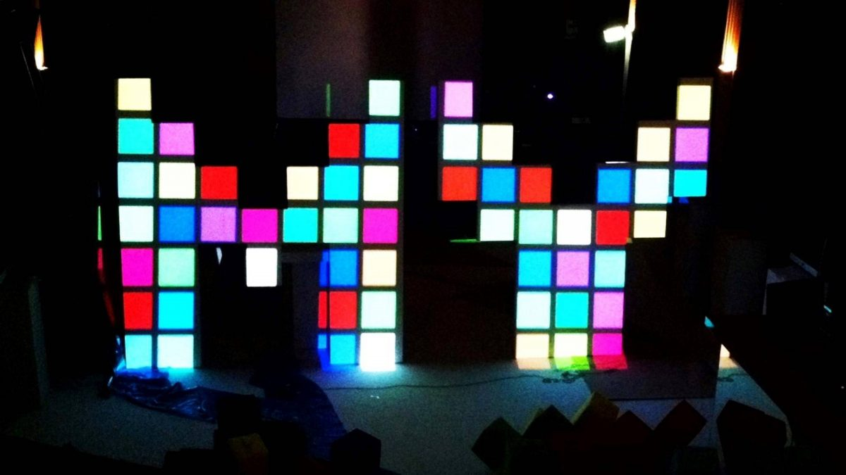 Video projection mapping op piepschuim
